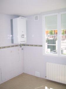 Calentador instantáneo de gas en instalaciones de fontanería de una vivienda