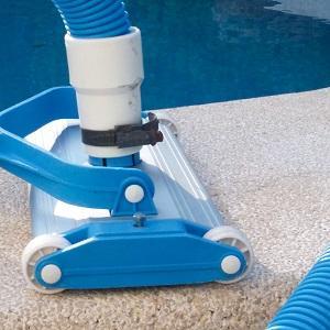 Limpieza de piscinas con limpiafondos