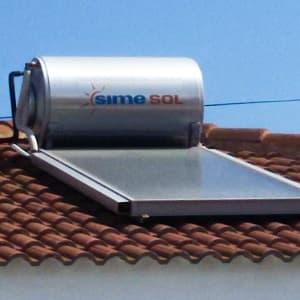 Panel solar con acumulador de agua caliente